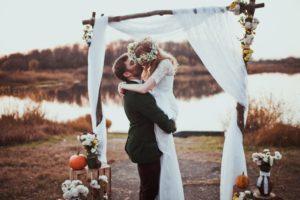 bride and groom in an outdoor wedding